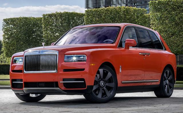 Rolls-Royce leva 1 ano para pintar um Cullinan de Laranja